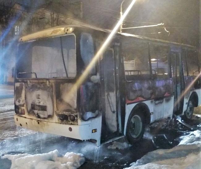 В Заволжье сгорела автобусная маршрутка, фото-1