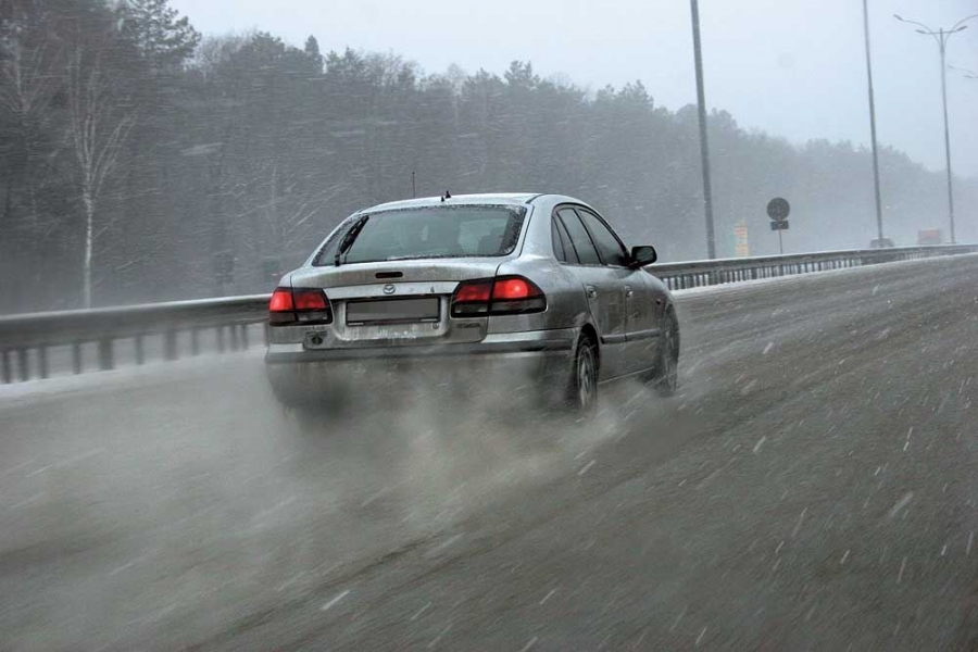 МЧС предупредило жителей столицы омокром снеге игололедице