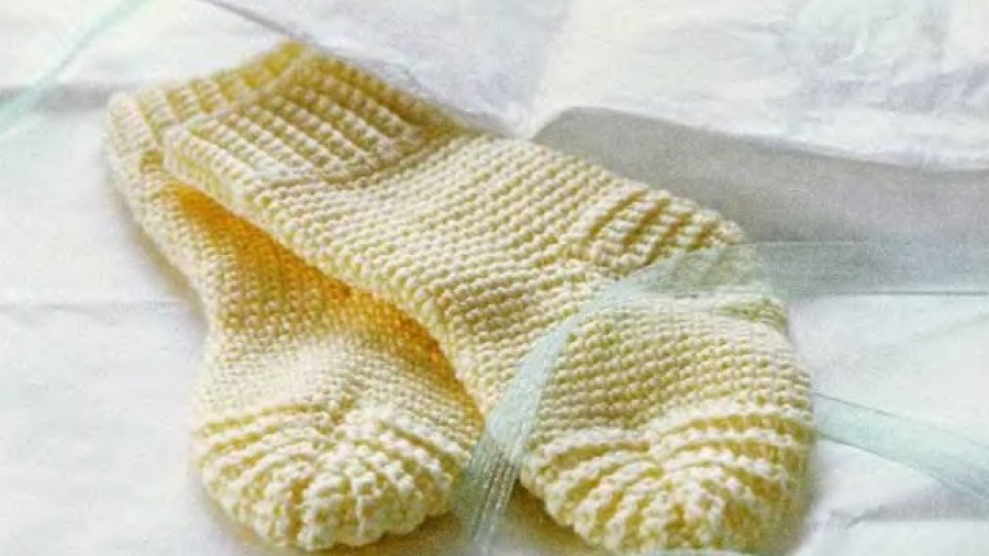 Как связать красивые носки с узором на спицах