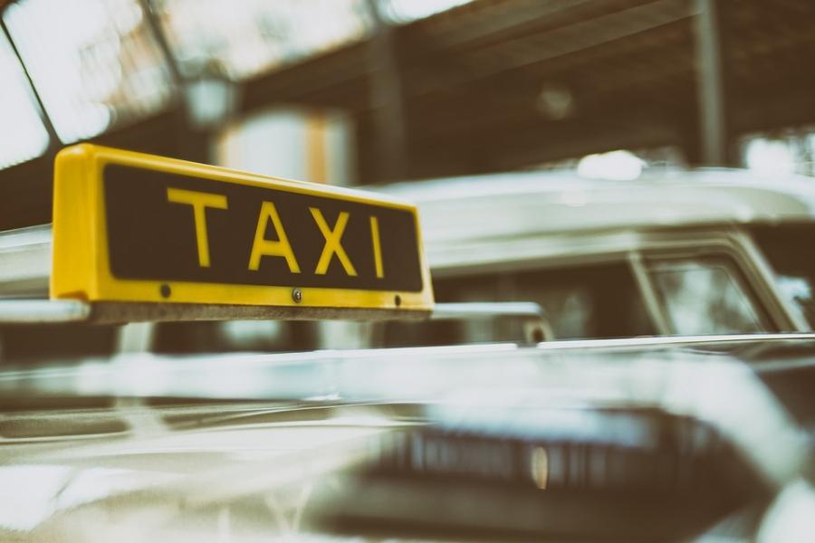 Таксисты заговорили оповышении тарифов наполовину перед праздниками