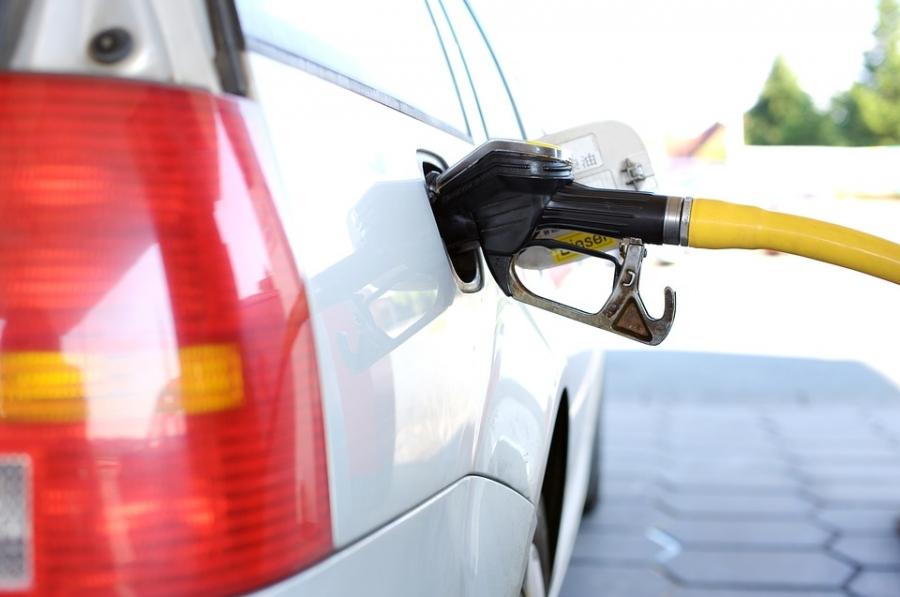 Средняя розничная цена бензина в Российской Федерации превысила 41 руб.
