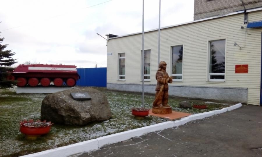 Памятник пожарному в Костроме