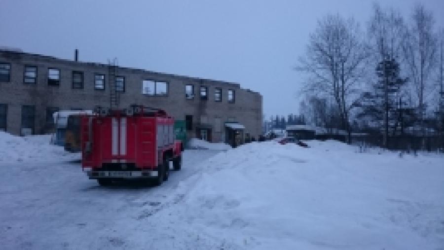 Вмногоэтажном здании Нейского автотранспортного учреждения обрушилась кровля