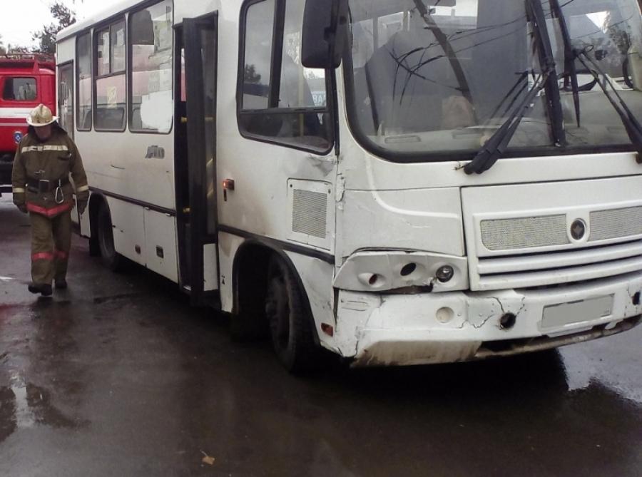 «Газель» неразъехалась савтобусом ПАЗ