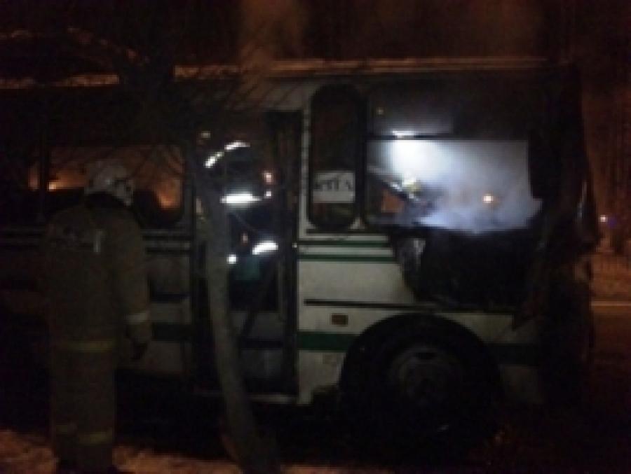 Ночью вКостроме намосту через Волгу зажегся автобус