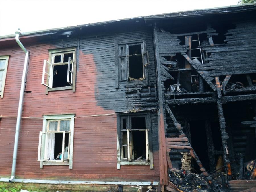 ВКостроме горел дом, эвакуировано 27 человек