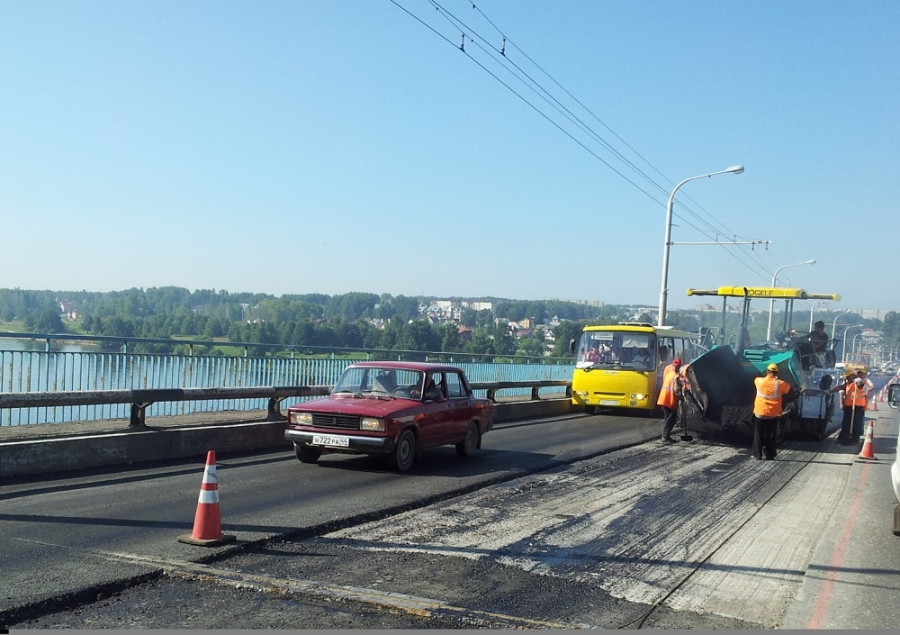 Предприниматели наживаются на дорожниках, ремонтирующих мост - Новости Костромы и Костромской области